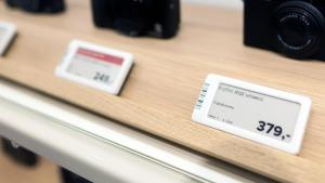 Mit dem Breece System etikettiert Foto Koch seine Artikel elektronisch