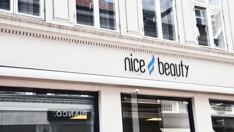 NiceHair anvender elektroniske hyldeforkanter i deres frisørsalon og butik